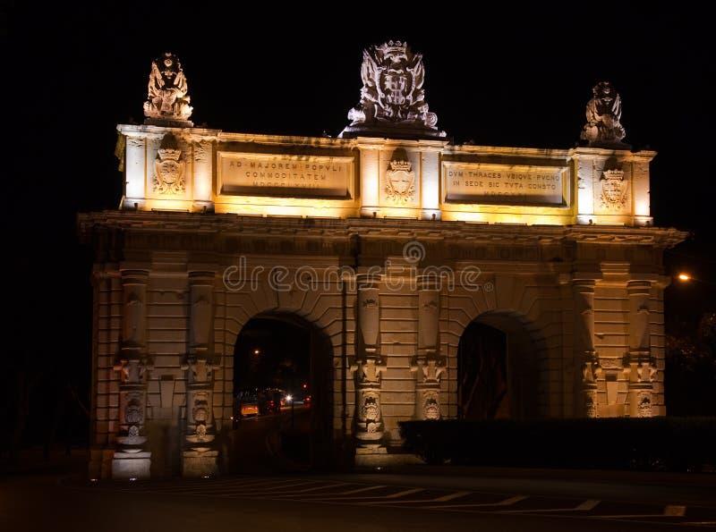 De Poort van Floriana in nacht stock foto's
