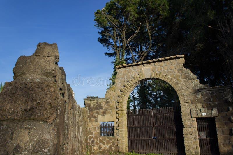 Download De poort van het land stock afbeelding. Afbeelding bestaande uit groen - 29509845