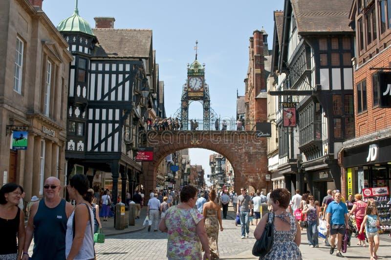 De Poort van het oosten, Stadsmuren, over Foregate-Straat, Chester, Cheshire, het UK royalty-vrije stock foto's