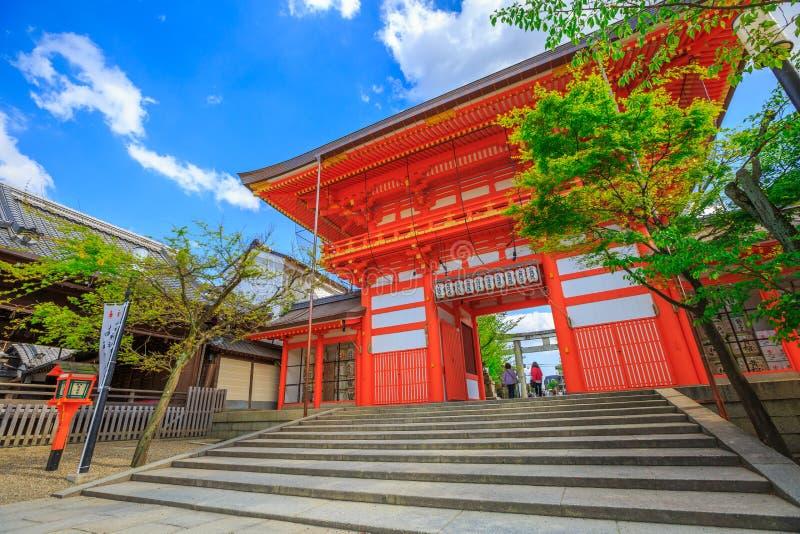 De poort van de het zuidentoren van het Yasakaheiligdom stock foto's
