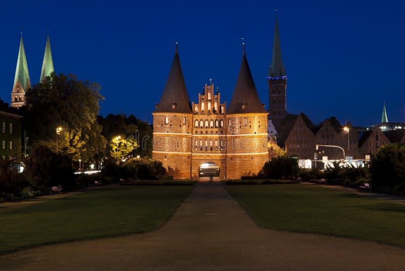 De poort van Holsten in Lübeck stock afbeelding