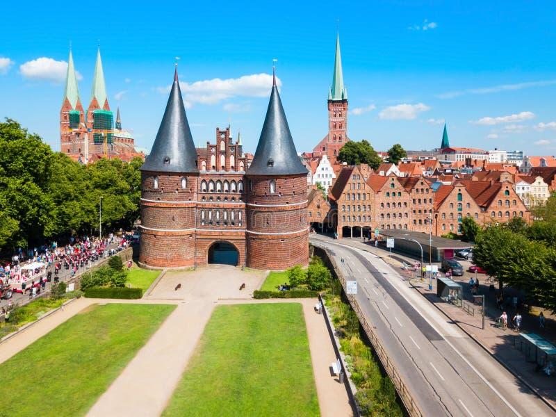 De poort van de Holstentorstad in Lübeck stock afbeelding
