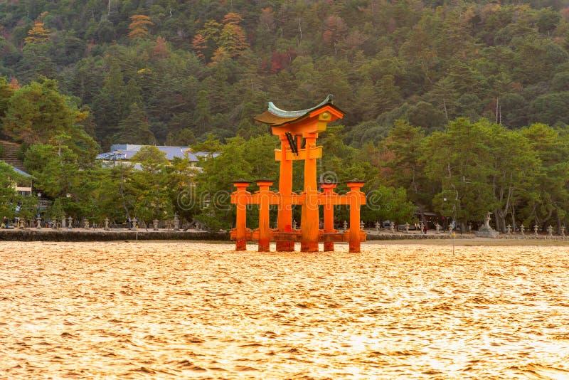 De poort van Miyajimatorii, Japan stock fotografie