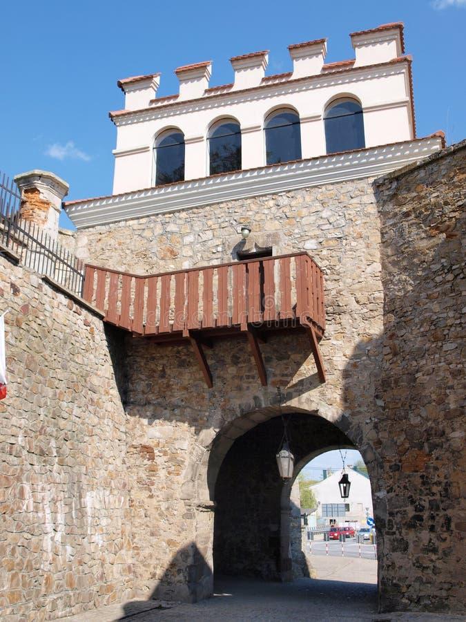 De Poort van Warshau, Opatow, Polen stock afbeelding