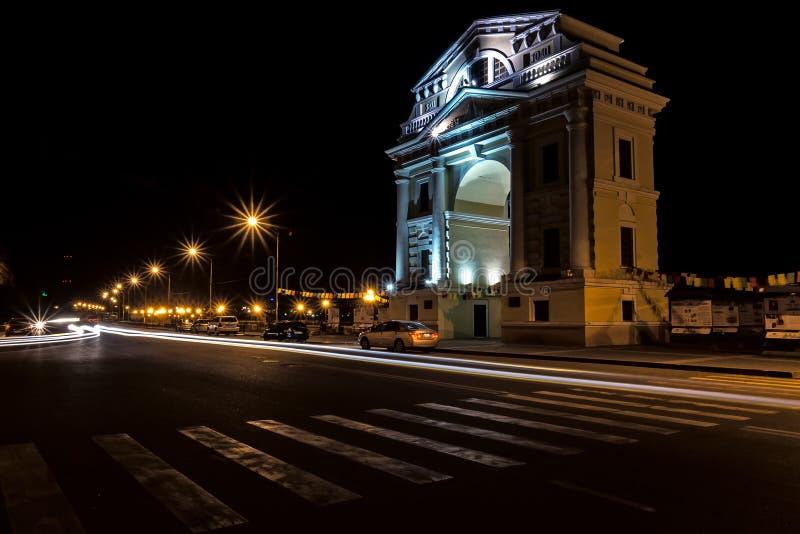 De Poorten van boogmoskou op de waterkant van de stad Irkoetsk royalty-vrije stock afbeeldingen