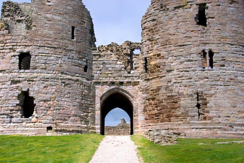 De poorten van het Kasteel van Dunstanburgh stock foto