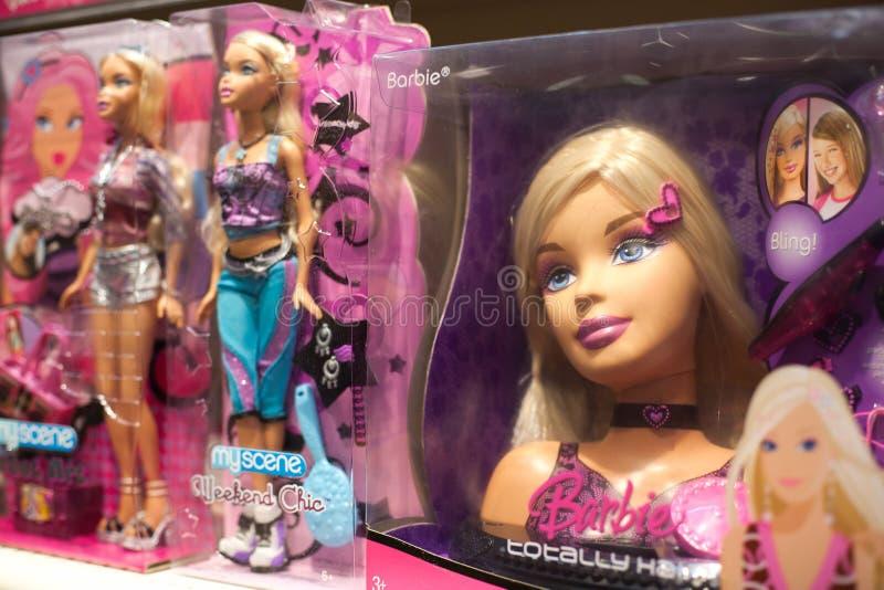 De pop van Barbie in stuk speelgoed opslag stock afbeelding