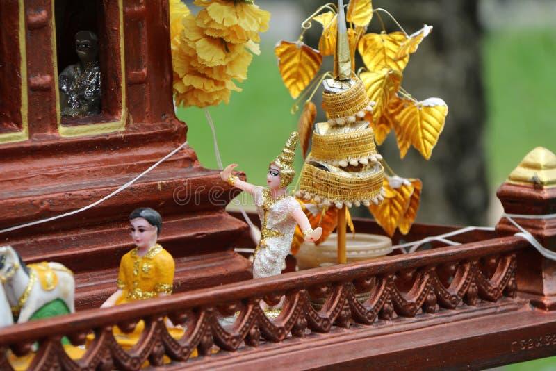 De pop van Thaise volksdanser op het geesthuis stock afbeelding