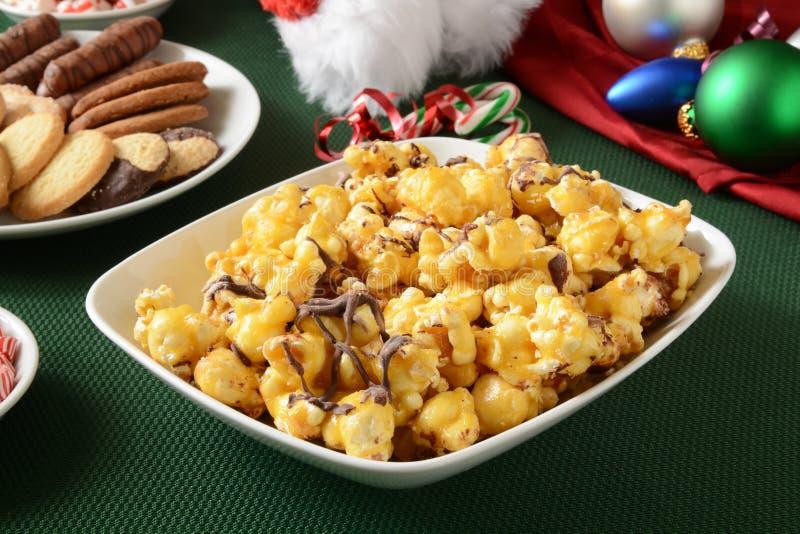 De popcorn van de karamelchocolade royalty-vrije stock afbeeldingen