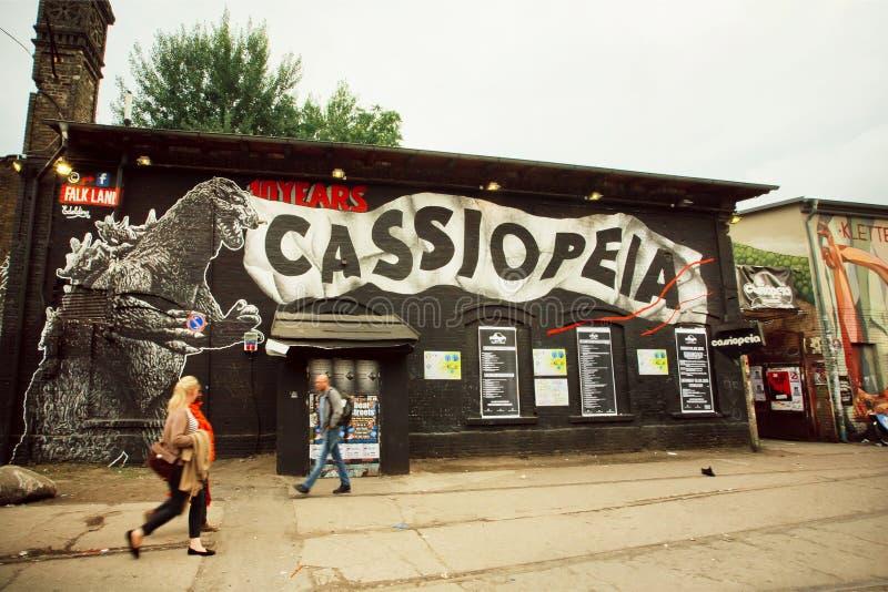 De populaire clubs van Berlijn op grungegebied met verlaten gebouwen en bars stock foto's