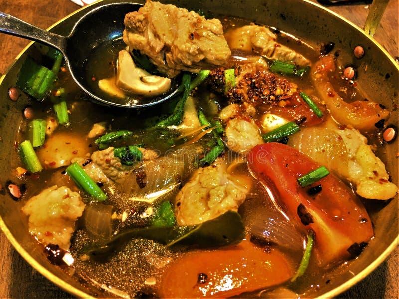 De porc d'os de soupTom nourriture épicée de soupThai d'os de porc vlan photographie stock