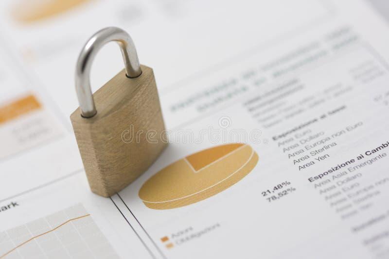 De portefeuille van de voorraad en gesloten hangslot stock afbeeldingen