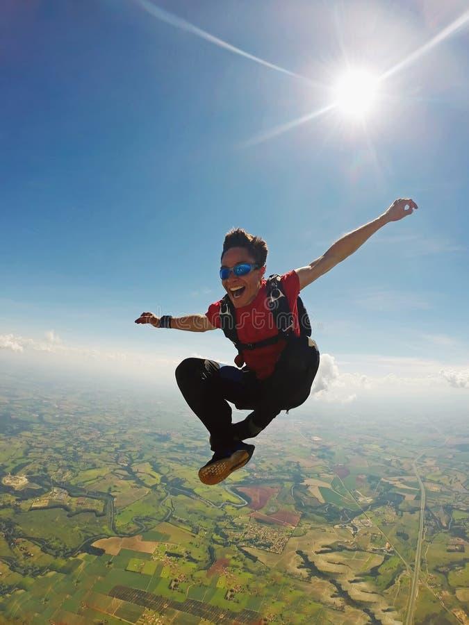 De positie van de Skydivermeditatie stock foto