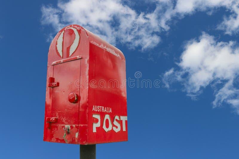 De Post van Australië schraapt terug zijn dagelijkse huis-aan-huisleveringsdienst en verhoogt digitale brievenbussen en 24hr pakk stock foto