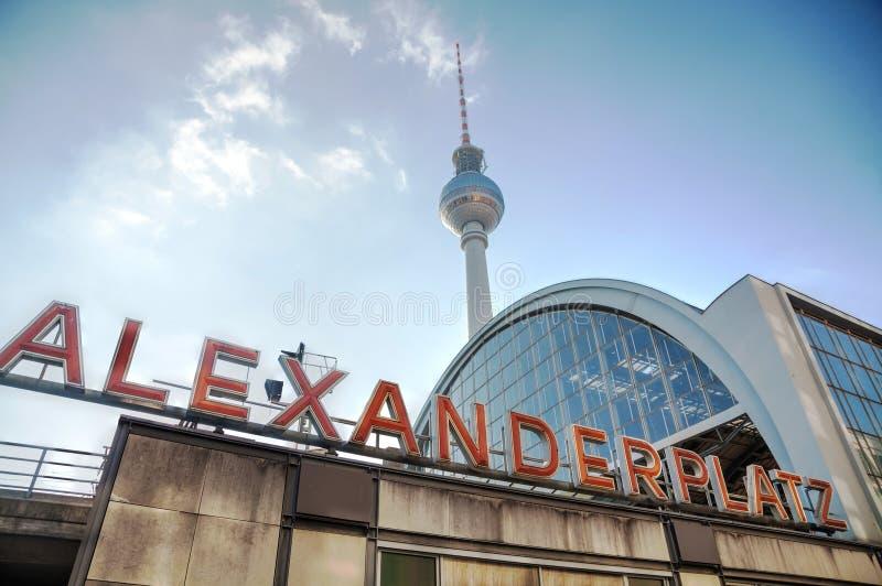 De post van de Alexanderplatzmetro in Berlijn stock fotografie
