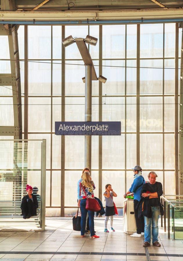 De post van de Alexanderplatzmetro in Berlijn, Duitsland stock fotografie