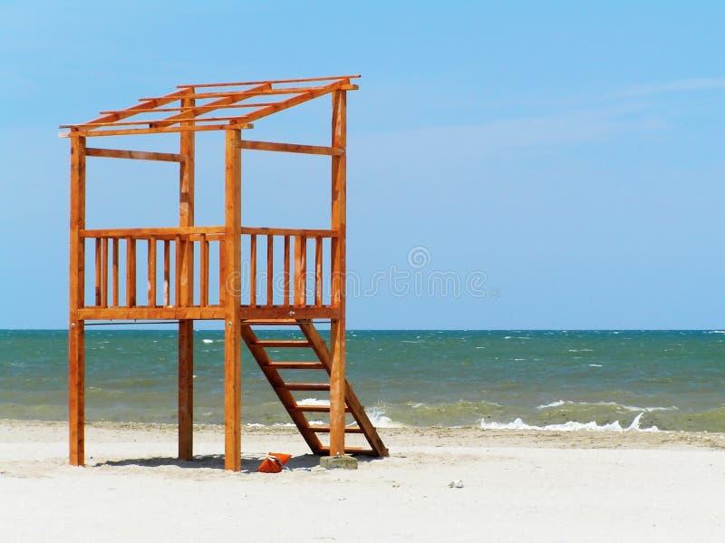 De post van de badmeester op het strand stock afbeelding
