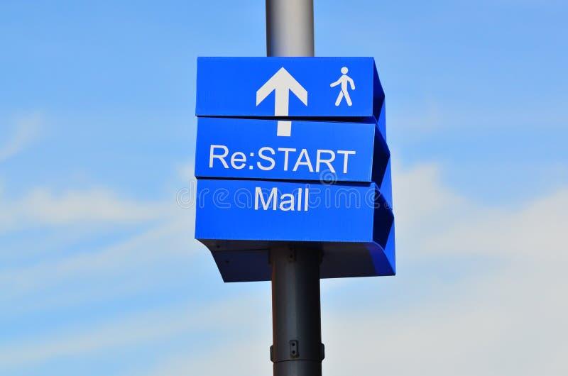 De post van het straatteken van Re: De wandelgalerij van de BEGINstad royalty-vrije stock fotografie