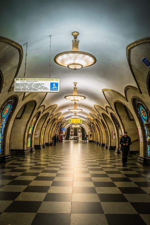 De post van de Novoslobodskayametro is een Metro van Moskou post stock foto's