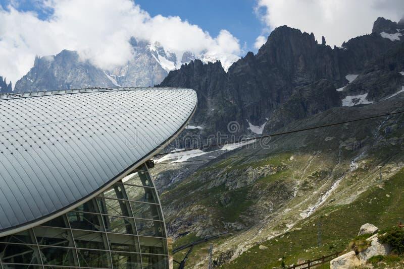 De post van de Skywaykabelbaan in Mont Blanc stock foto's