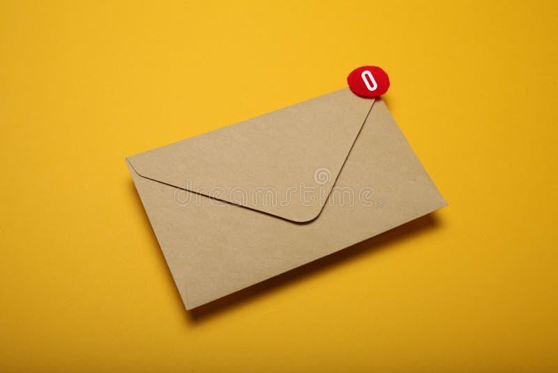 De Postbestellingsdienst Smspraatje, nieuwe e-mail Bedrijfs mededeling stock fotografie