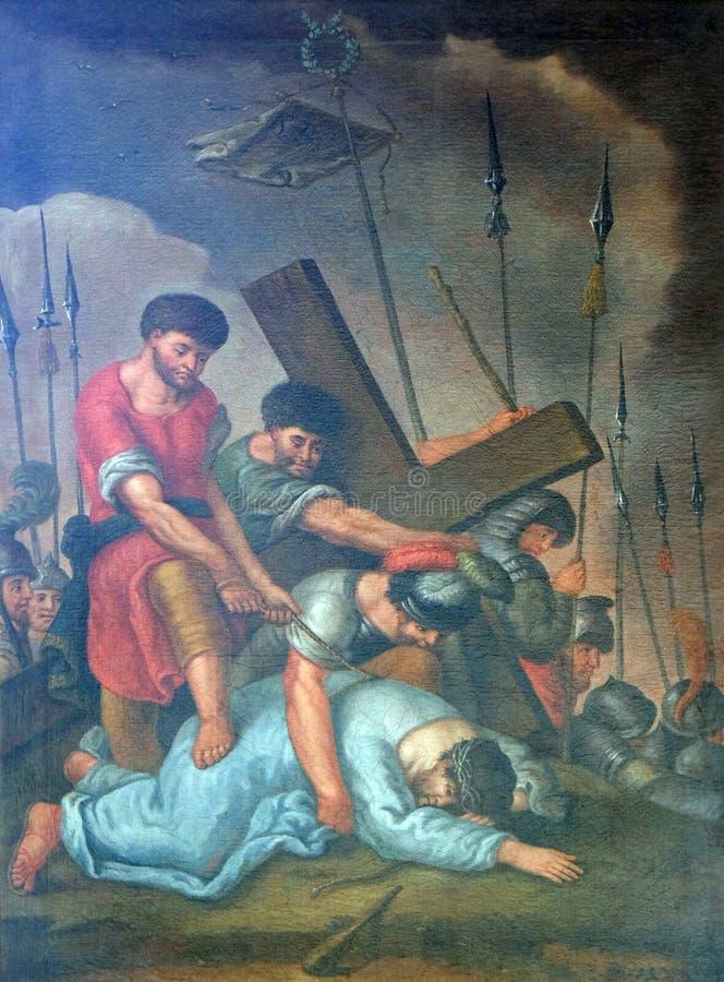 de 9de Posten van het Kruis, Jesus valt de derde keer stock foto