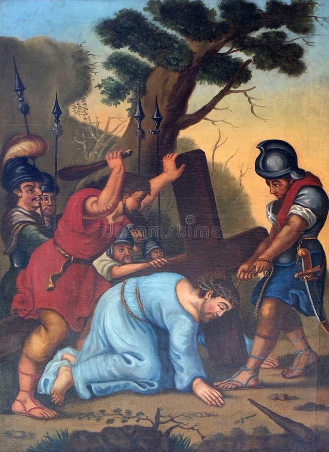de 3de Posten van het Kruis, Jesus valt de eerste keer stock foto