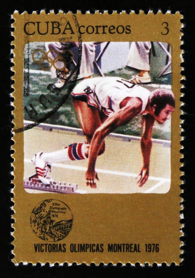 De postzegel van Cuba toont Atletenagent, reeks toegewijd aan de Spelen 1976, circa 1976 van Montreal royalty-vrije stock foto's