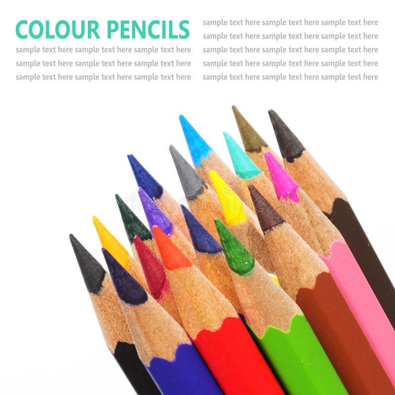 De potloden van de kleur die op witte achtergrond worden geïsoleerd stock afbeeldingen
