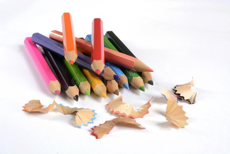 De potloden van de kleur die op witte achtergrond worden geïsoleerd stock fotografie