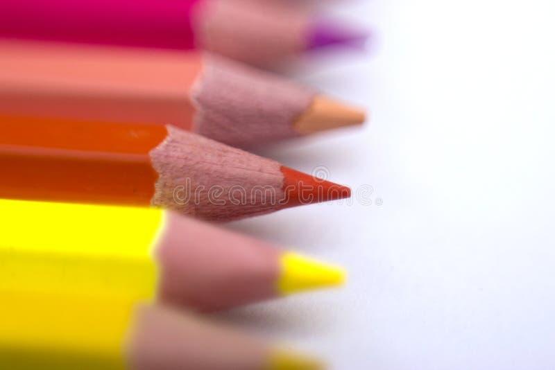De potloden van de kleur die op witte achtergrond worden geïsoleerd royalty-vrije stock foto's