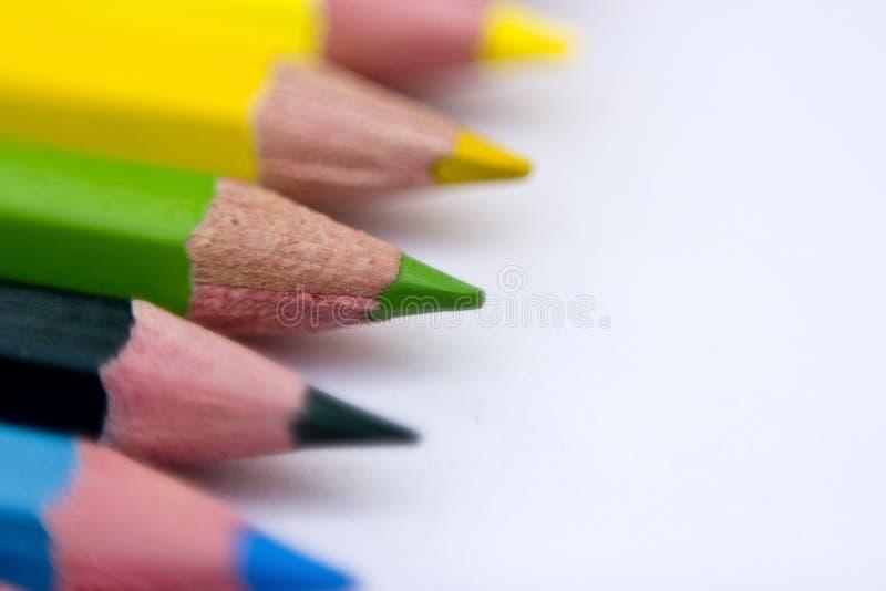 De potloden van de kleur die op witte achtergrond worden geïsoleerd royalty-vrije stock foto