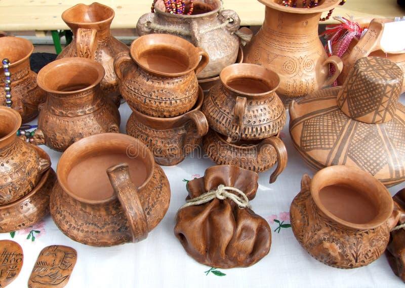 De potten van de klei op markt royalty-vrije stock fotografie