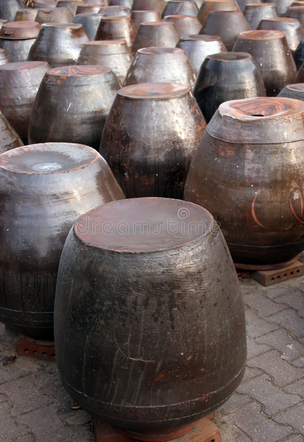 De potten van Kimchi stock afbeeldingen
