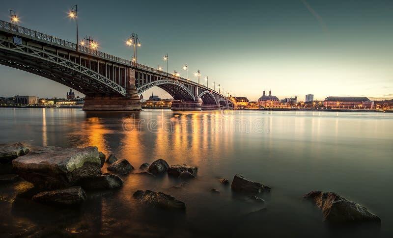 De prachtige avond in Mainz stock foto