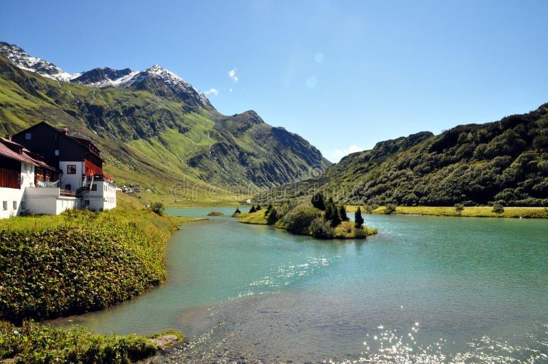 De prachtige vakantie van het landschap in de Alpen stock afbeeldingen