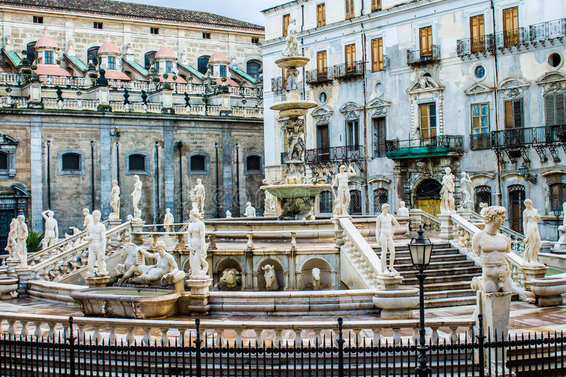 De Praetoria-Fontein in Palermo, Italië royalty-vrije stock afbeeldingen