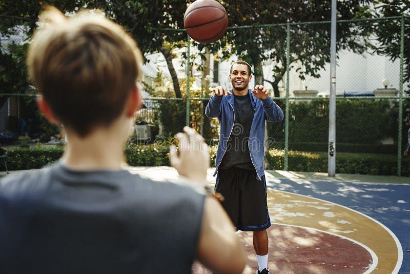De Praktijkconcept van Sport Exercise Skill van de basketbalatleet stock foto