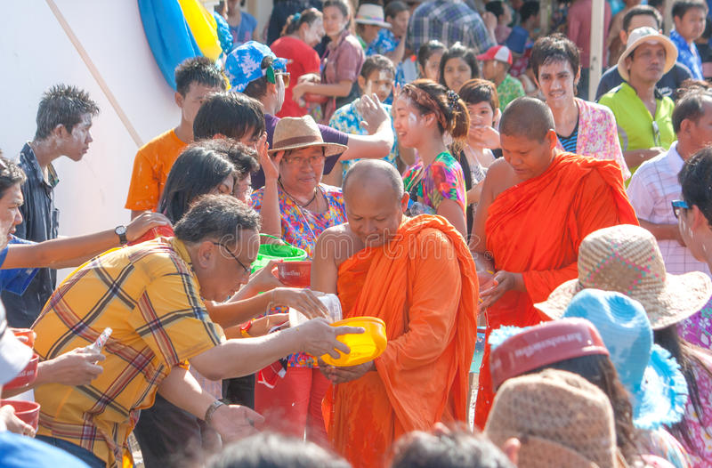 De predikanten van Thailand van het Songkranfestival en congregants royalty-vrije stock foto