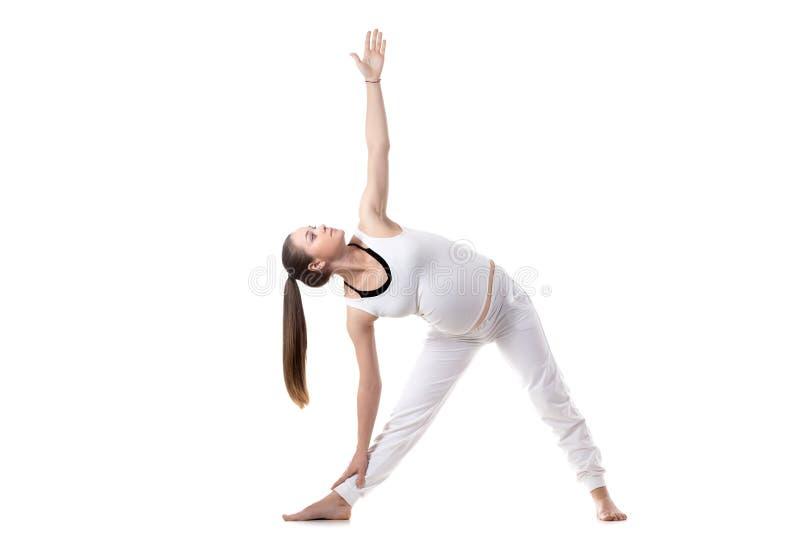 De prenatale Yoga, Trikonasana stelt royalty-vrije stock foto