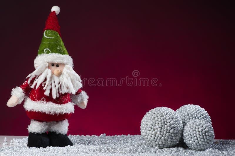 De prentbriefkaar van Kerstmis van de Kerstman op rood royalty-vrije stock foto
