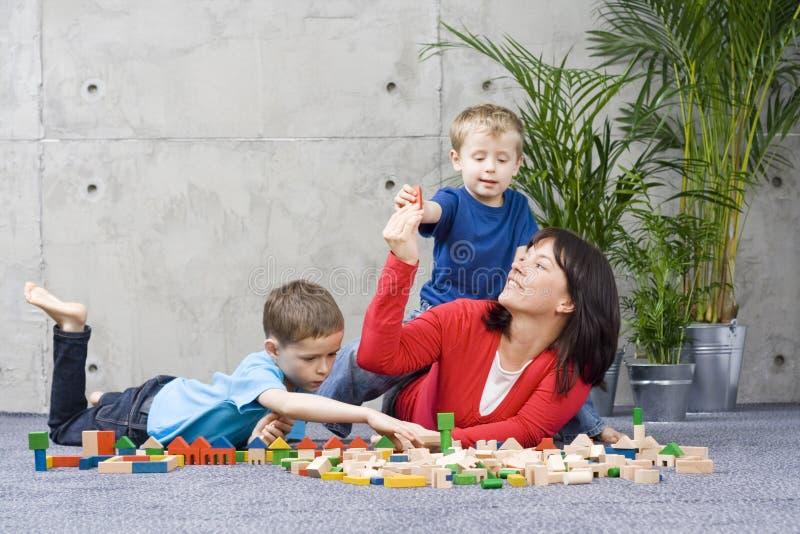 De pret van de familie met houten blokken royalty-vrije stock foto's