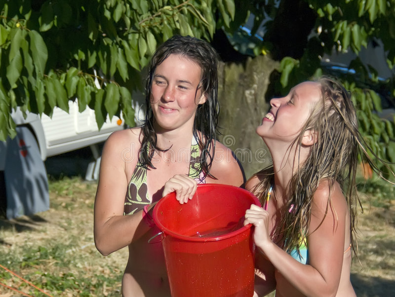 De pret van de zomer met water royalty-vrije stock afbeeldingen