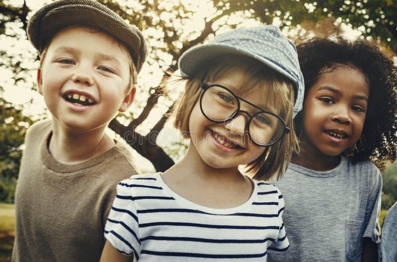 De Pret van het jonge geitjesgeluk het Glimlachen Kinderenconcept royalty-vrije stock foto's