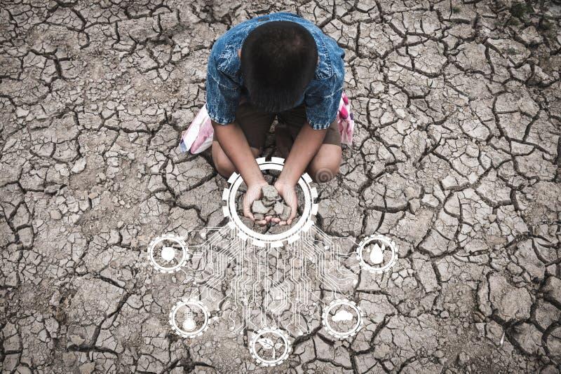 De problemen die droogte veroorzaken, gebrek aan water, droge grond, barstten grond, Conceptendroogte en crisismilieu royalty-vrije stock fotografie