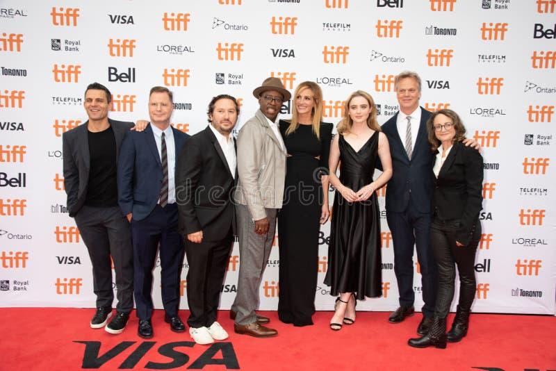 De producenten Teddy Schwarzman en Nina Jacobson, met Julia Roberts en bemanning, wonen de première van ` bij Ben Is Back ` stock afbeeldingen