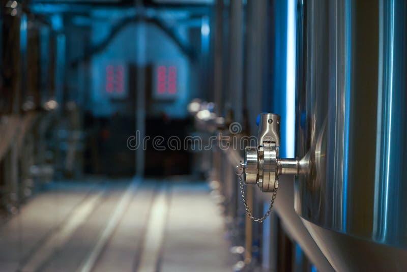 De productie van het ambachtbier in priv? brouwerij, close-up royalty-vrije stock afbeelding