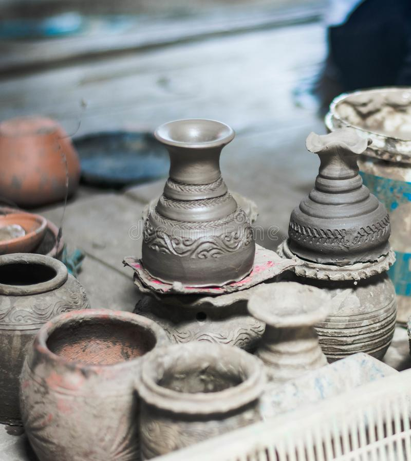 De productie van de Thaise kruik van de aardewerkklei in Koh Kret royalty-vrije stock foto