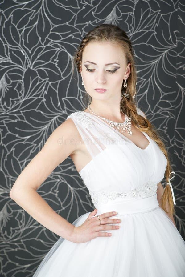 De professionele bruid van het make-upkapsel stock fotografie