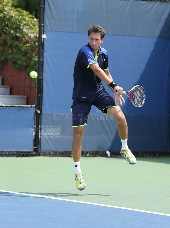 De professionele tennisspeler Sergiy Stakhovsky tijdens zijn eerste ronde dubbelen past bij US Open 2013 aan royalty-vrije stock afbeelding